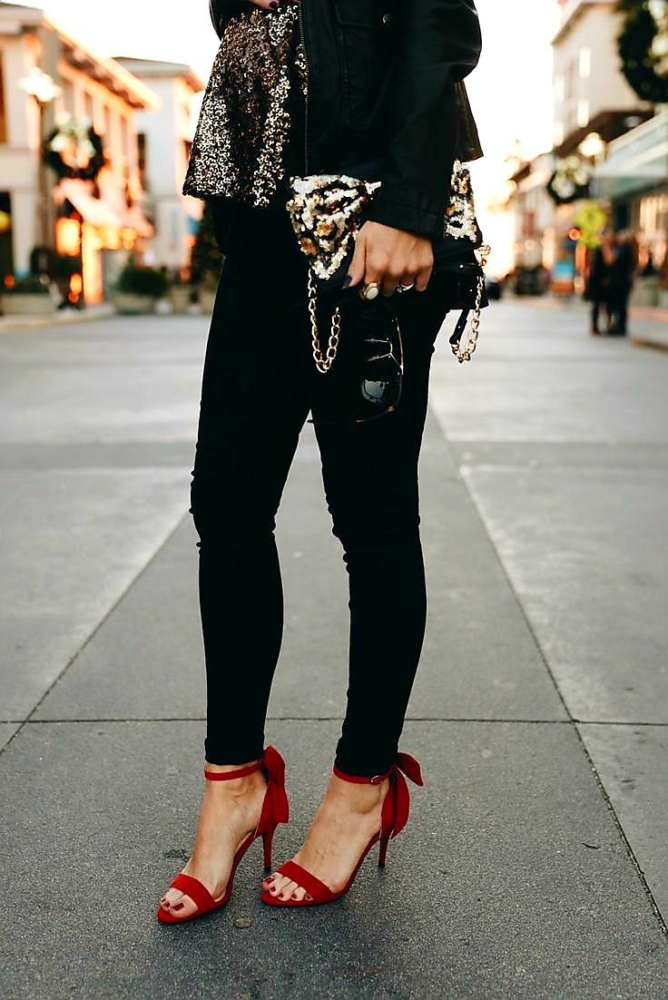کفش قرمز با لباس مشکی
