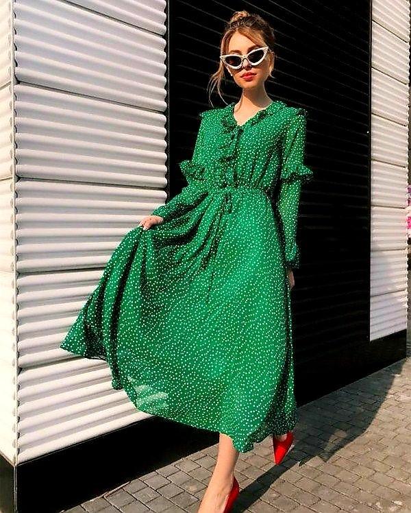 کفش قرمز لباس سبز